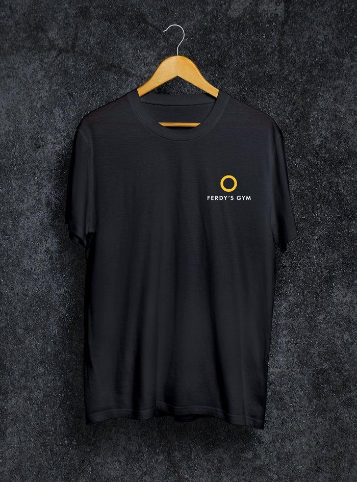 Schwarzes T-Shirt mit dem Ferdy's Gym Logo auf der Brust